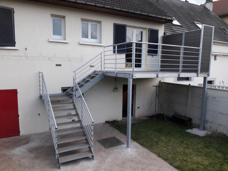 escalier-1-4-tournant-marche-bois-composite-2