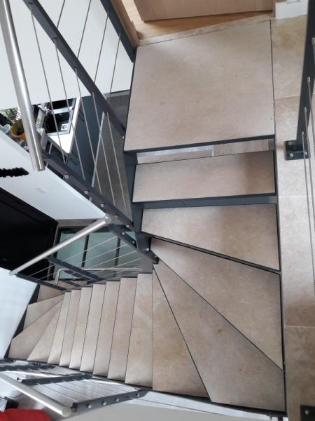 escalier-2-4-tournant-limon-extérieur-marche-en-pierre-dans-caisson-2