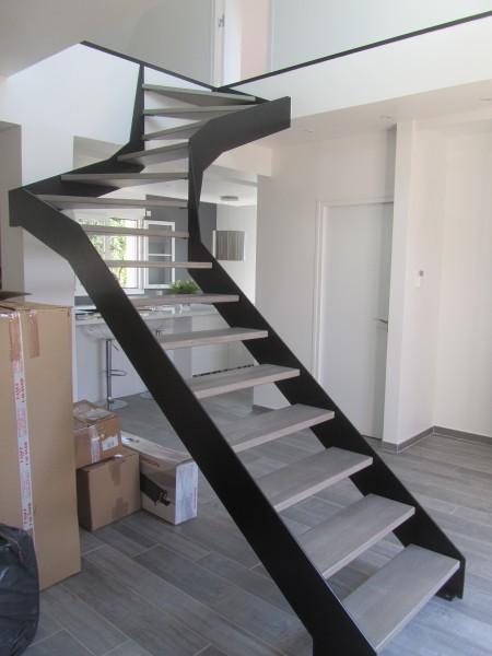 escalier-2-4-tournant-limon-extérieur-marche-teinté-3