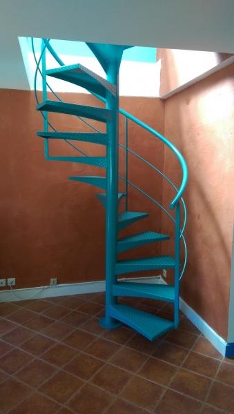 escalier-colimaçon-métal-marche-anti-dérapante-33