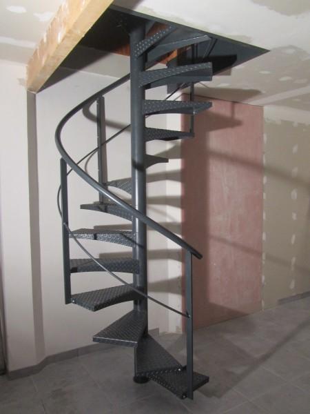 escalier-colimaçon-métal-marche-anti-dérapante-37
