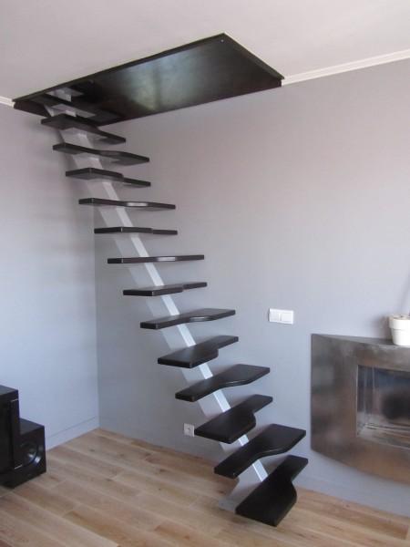 escalier-droit-acier-gaine-de-palce-marche-suspendu-2