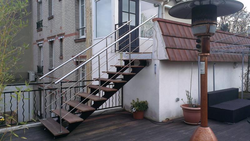 escalier-extérieur-acier-marche-bois-2
