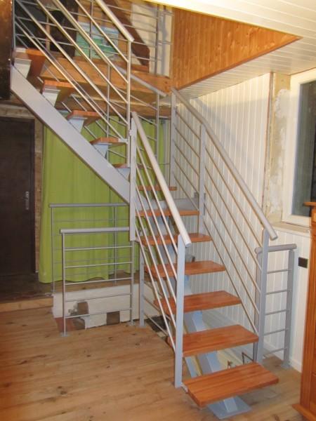 escalier-quart-tournant-limon-central-marche-hetre-17