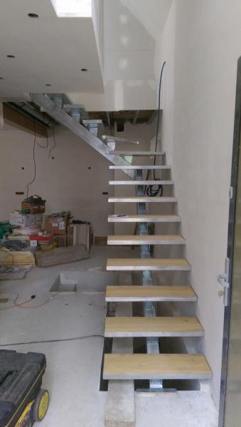 escalier-quart-tournant-limon-central-marche-hetre-avec-caisson-4
