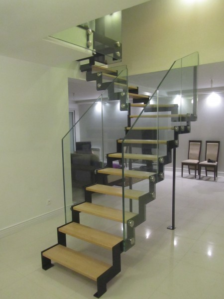 escalier-quart-tournant-limon-extérieur-en-cremaillere-garde-corps-en-verre-4