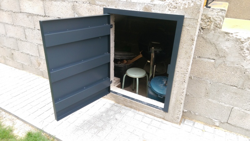 porte de service scadametal. Black Bedroom Furniture Sets. Home Design Ideas