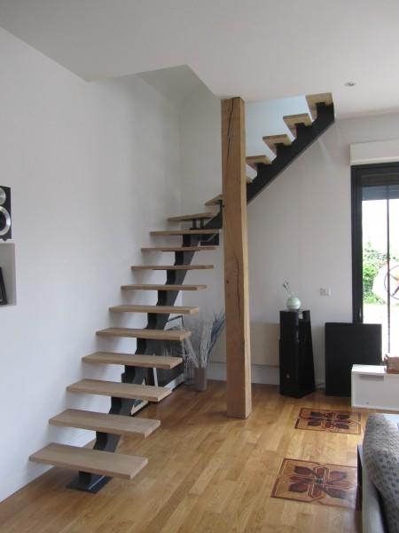 escalier-1-4-tournant-limon-central-marche-hetre-6