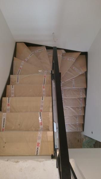 escalier-2-4-tournant-limon-extérieur-marche-hetre-garde-corps-en-verre-1