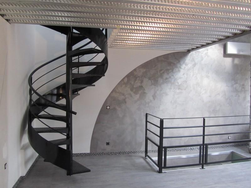 escalier-colimaçon-métal-marche-anti-dérapante-39