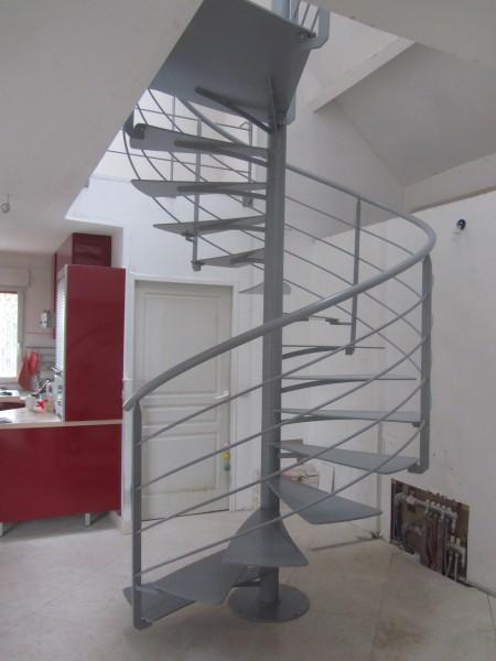 escalier-colimacon-marche-suspendu-3