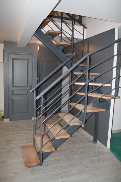 escalier-deux-quart-tournant-metal-limon-central-3