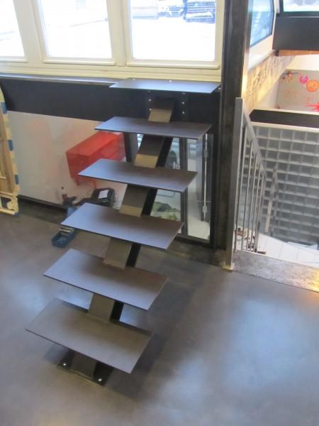 escalier-droit-acier-limon-central-IPN-4