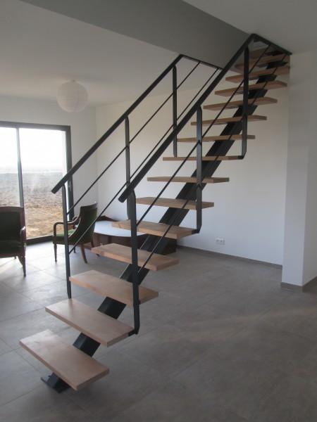 escalier-droit-limon-central-marche-aerienne-1