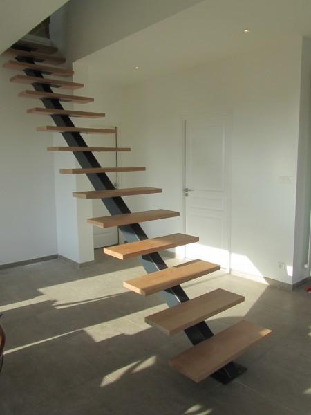 escalier-droit-limon-central-marche-aerienne-2
