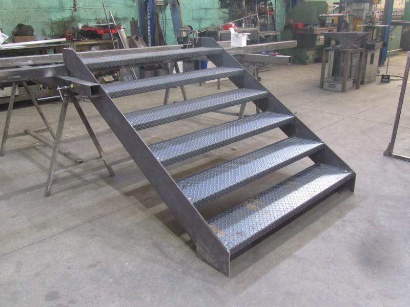 escalier-extérieur-acier-brut