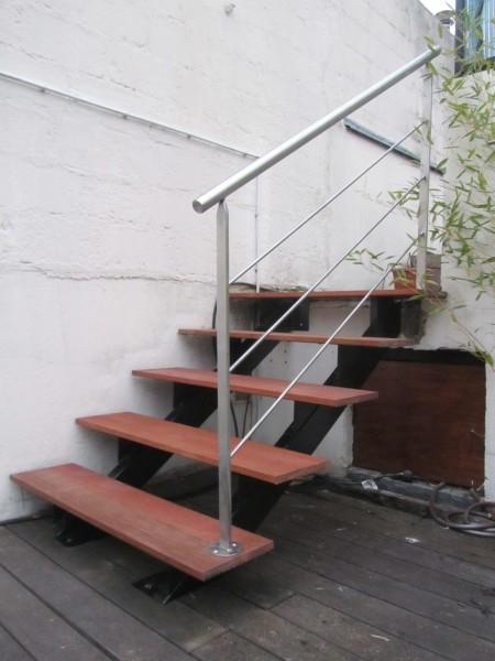 escalier-extérieur-acier-marche-bois-1