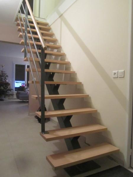 escalier-limon-central-metal-marche-hetre-2