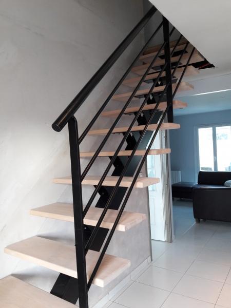 escalier-quart-tournant-limon-central-marche-hetre-10
