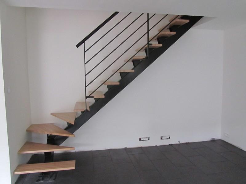 escalier-quart-tournant-limon-central-marche-hetre-13