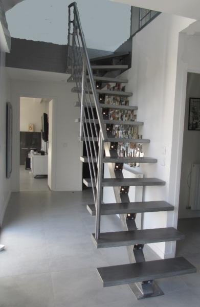 escalier-quart-tournant-métal-limon-central-avec-led-